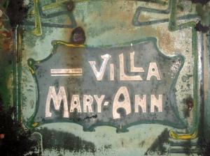 871. Ancienne enseigne de la Villa Mary-Ann 2013 © Philippe Jacquet.JPG
