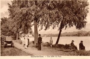 371. Une allée du Parc Collection Philippe Godin.jpg