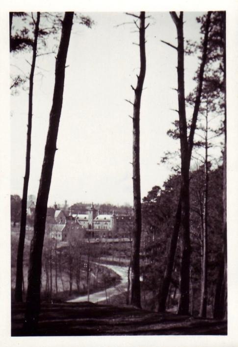 Château de Rixensart vu depuis la Drève du Calvaire avril 1947 coll Eric de Séjournet (1)