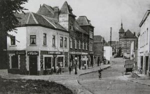 C52. Place Communale 1930 Collection Cercle d'Histoire de Rixensart.jpg