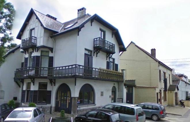 997B. La Maison Blanche 2013 © Google Street