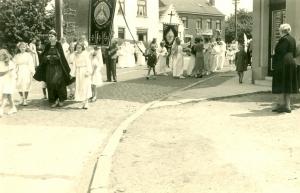 rixensart,rue robert boisacq,rue alphonse collin,église sainte-croix,froidmont,processions