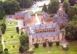1052. Château de Rixensart vue aérienne depuis ballon © Thierry Deraedt.jpg