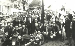 1057. 1929 - Premier déplacement du Club de Football de Rixensart à Perwez c Jeanine Debroux.jpg