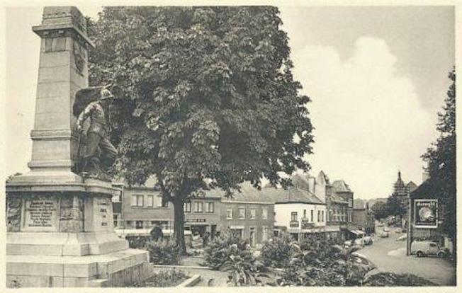 A 1945 Le Marronnier Place communale à Genval après guerre 40:45 c Monique D'haeyere.jpg