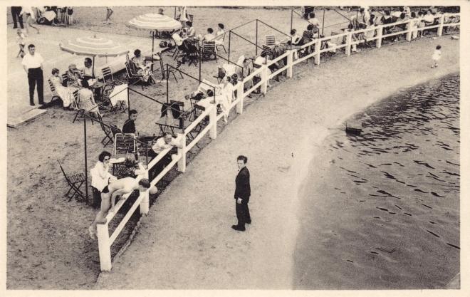 Un coin de la Plage Renipont plage Edit Ciné-Photo Andry coll.Jean-Louis Lebrun