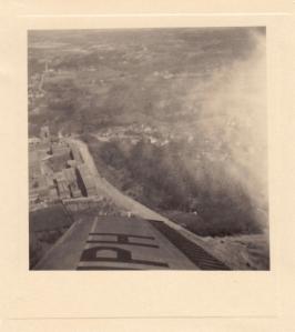 20170118. 1951 Survol des Papeteries de Genval à bord de l'avion personnel de M. de Lovinfosse Genval c Fonds Lannoye (Ed. Rétro Rixensart)_3.jpg