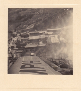 20170125. 1951 Survol des Papeteries de Genval à bord de l'avion personnel de M. de Lovinfosse Genval c Fonds Lannoye (Ed. Rétro Rixensart)_4.jpg