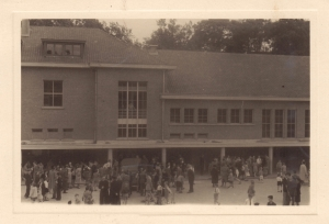 1950 mai juin Ecole Saint-Augustin à Genval Fête des Parents Genval c Fonds Lannoye (Ed. Rétro Rixensart)_2.jpg