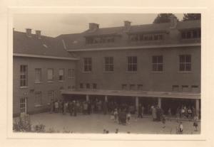 1950 mai juin Ecole Saint-Augustin à Genval Fête des Parents Genval c Fonds Lannoye (Ed. Rétro Rixensart).jpg