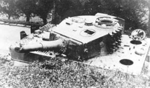 1944 1 septembre Char allemand Tigre en panne à Genval (Schwere SS-Panzer-Abteilung 102) c Stefan De Meyer.jpg