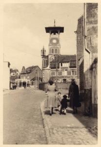 171031 Rue de la Station à Maubroux Eglise Saint-Joseph 1944 Lundi de Pâques 1944 Genval c Fonds Lannoye (Ed. Rétro Rixensart).jpg