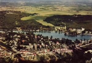 806. Vue aérienne lac de Genval c Christiane Boehm.jpg