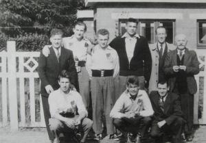 1957. 1957 Equipé genvaloise de balle pelote  c Cercle d'Histoire de Rixensart.jpg