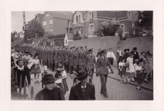 1945 10 mai Fête de la Libération Place communale de Genval c Fonds Lannoye (Ed. Rétro Rixensart) 11