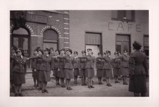 1945 10 mai Fête de la Libération Place communale de Genval c Fonds Lannoye (Ed. Rétro Rixensart) 12
