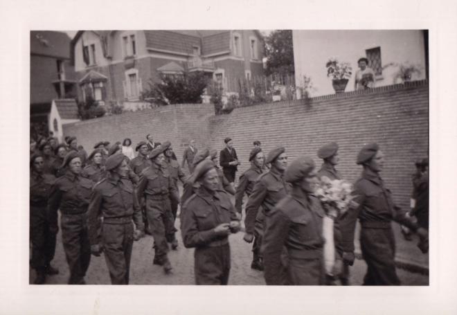 1945 10 mai Fête de la Libération Place communale de Genval c Fonds Lannoye (Ed. Rétro Rixensart) 13