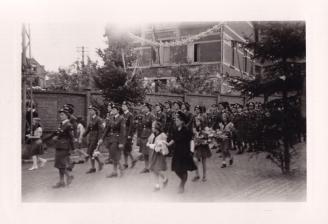 1945 10 mai Fête de la Libération Place communale de Genval c Fonds Lannoye (Ed. Rétro Rixensart) 15
