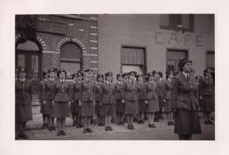 1945 10 mai Fête de la Libération Place communale de Genval c Fonds Lannoye (Ed. Rétro Rixensart) 17