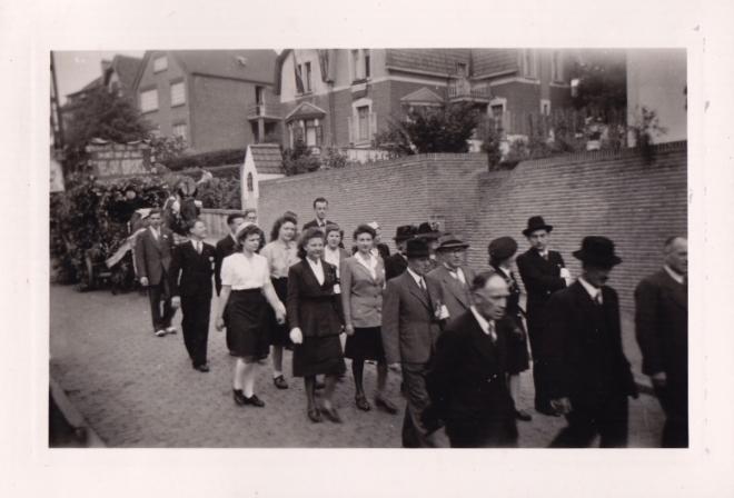 1945 10 mai Fête de la Libération Place communale de Genval c Fonds Lannoye (Ed. Rétro Rixensart) 3