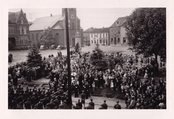 1945 10 mai Fête de la Libération Place communale de Genval c Fonds Lannoye (Ed. Rétro Rixensart) 6