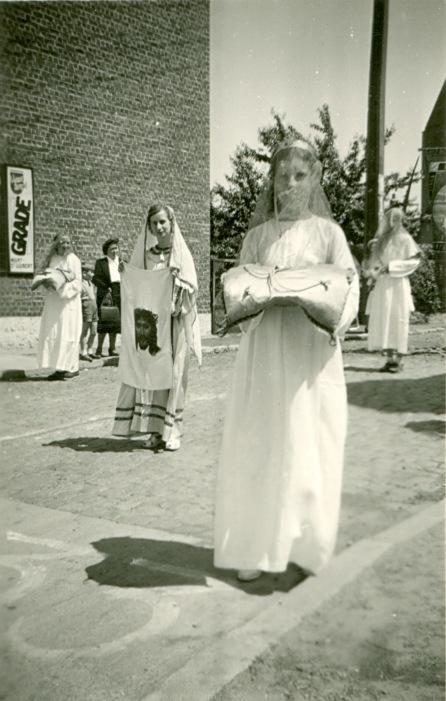 893C. Procession à Froidmont juin 1950 Collection Jean-Claude Renier (2)