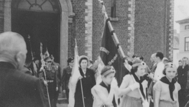 176.4 Rapatriement fusillés genvalois 17 juin 1945 Place communale Collection Luc Debource (3)