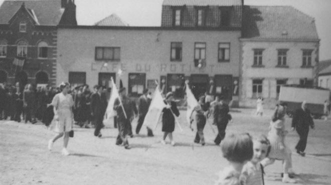 176.5 Rapatriement fusillés genvalois 17 juin 1945 Place communale Collection Luc Debource (4)