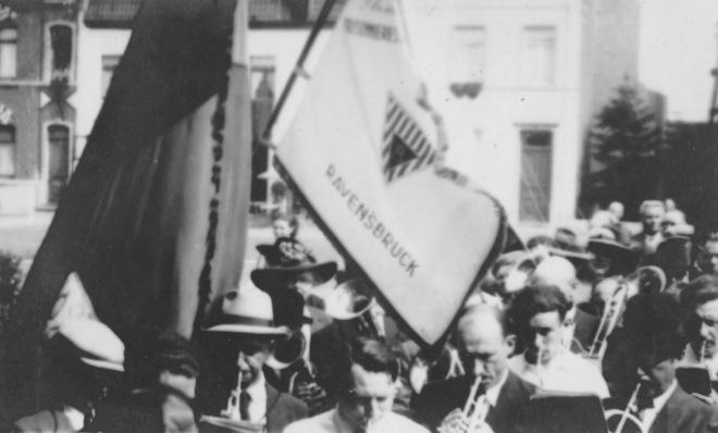 176.6 Rapatriement fusillés genvalois 17 juin 1945 Place communale Collection Luc Debource (5)