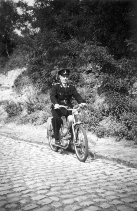 354. Herman Dupuis garde-champêtre à Rixensart vers 1950 © Delbrassinne