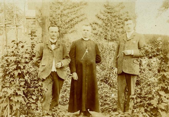 9.10 Eugène Gilson, Curé Glibert, Monsieur Layon  1906