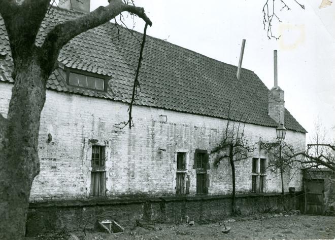 1355B. Petite école ancienne ferme auberge Ste Barbe début rue de l'Institut XVIIIè siècle c Paul Gilson