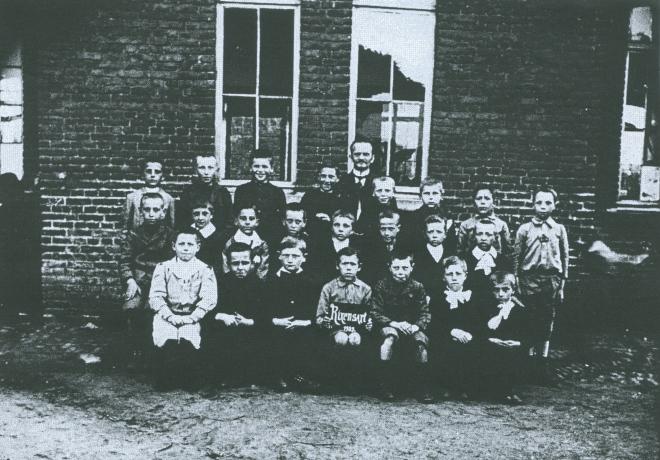 1909 Place communale 2ème école c Paul Gilson