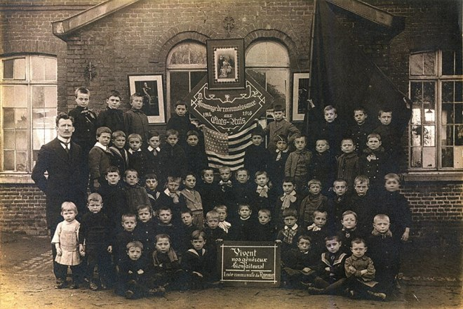 4002. Ecole communale de Rixensart 1916 reconnaissance aux Etats-Unis c Jean-Claude Renier