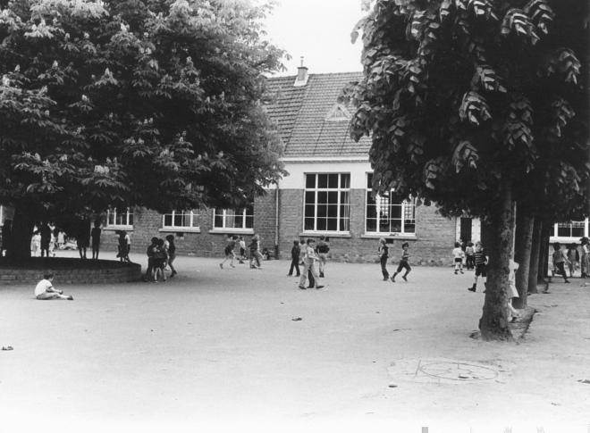 après 1970 Ecole du centre cour de récréation collection Paul Gilson C copie