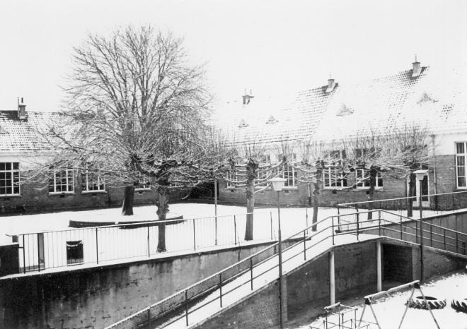Ecole du centre sous la neige c Paul Gilson