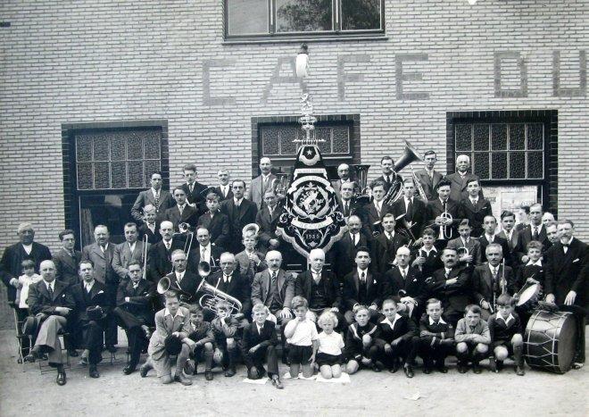 La Phalange musicale 1935 Café du Roitlet Collection Cercle d'Histoire de Rixensart (1)