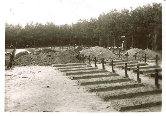 973E. Gemeentebos Hechtel Lieu d'éxécution des prisonniers 1945 (Alexandre Ancart et Marcel Ladrière) c Etienne Bies - 2