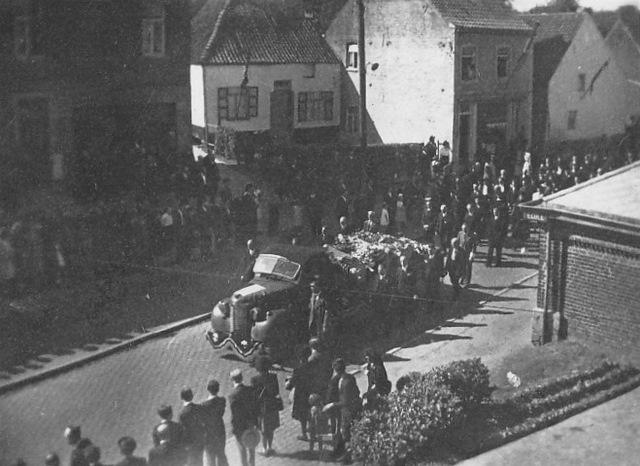 rapatriement fusillés genvalois 17 juin 1945 place communale coll. luc debource 0