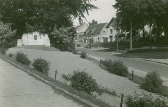 1953 | Rue de l'Eglise, coll. Jean-Claude Renier
