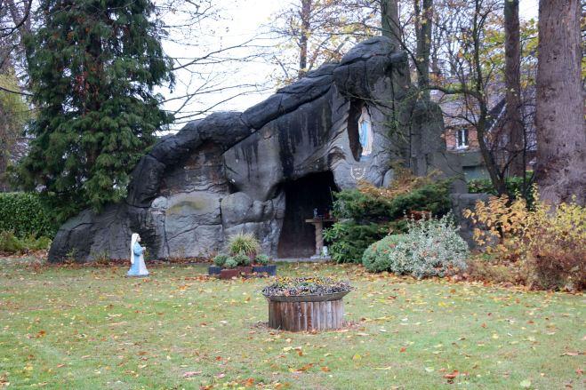 190815 Grotte Notre-Dame-de-Lourdes avenue Gevaert 11.2018 © Monique D'haeyere 0