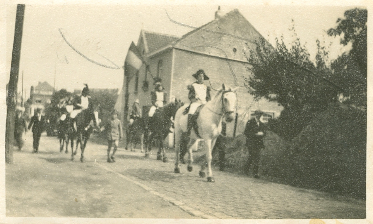 1930 Centenaire de la Révolution - Grand Cortège Patriotique avenue de Merode à Rixensart c Paul Gilson - 2