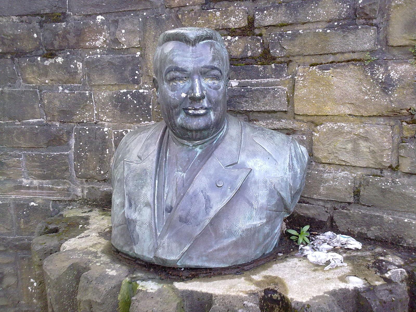 Buste d'Auguste Lannoye à Mont Saint-Guibert, à proximité du site des Papeteries 2011 © Ollnu