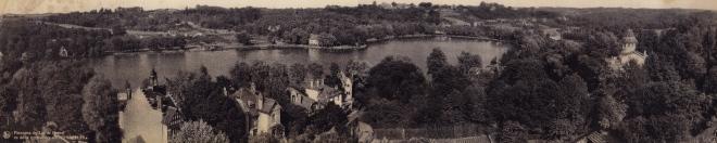 1 Panorama du lac de Genval vu de la terrasse des Hirondelles (montage de deux photos) coll. Christian Lannoye