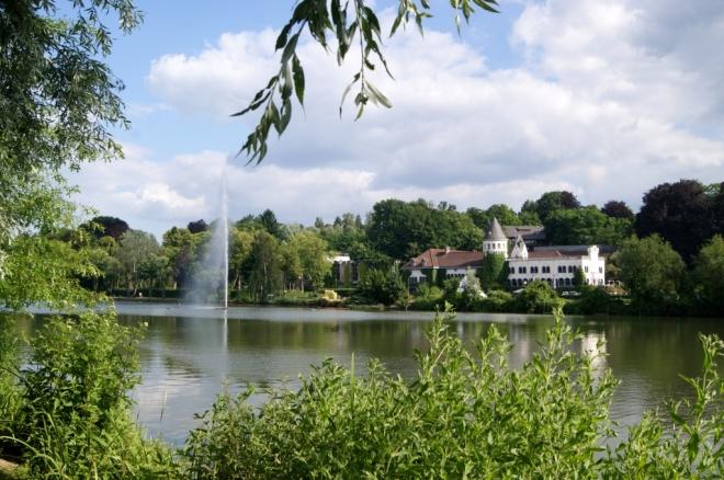 G Lac Château du Lac mi face 12 c loin - Copie